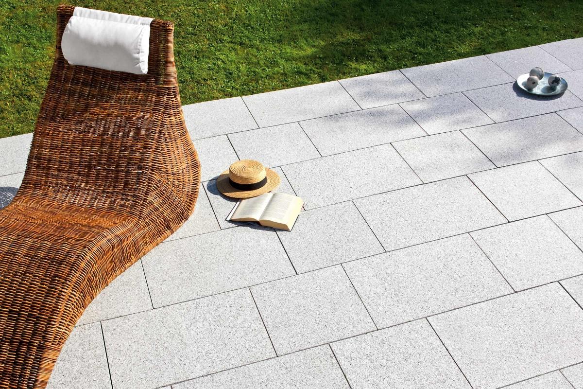 Welk terras kiezen   terras van natuursteen tegels   HORNBACH
